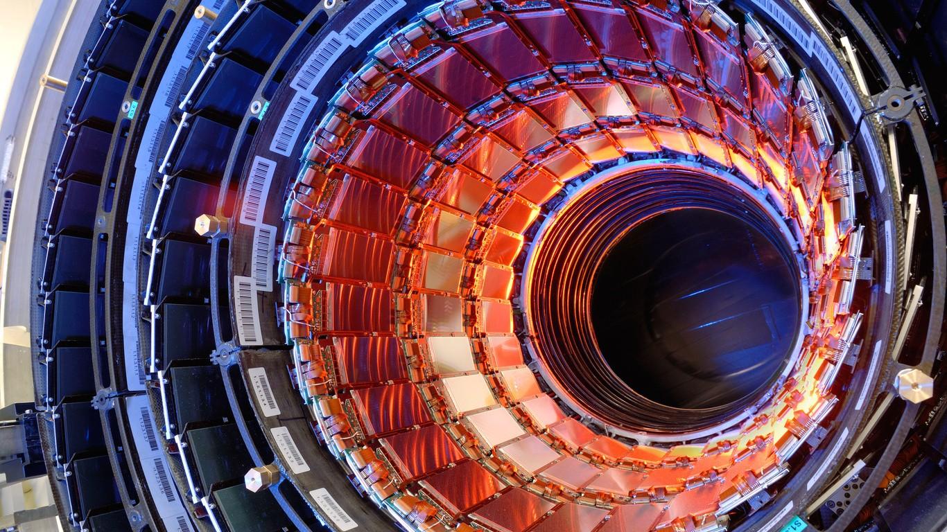 Школьников научат обрабатывать данные в огромном адронном коллайдере
