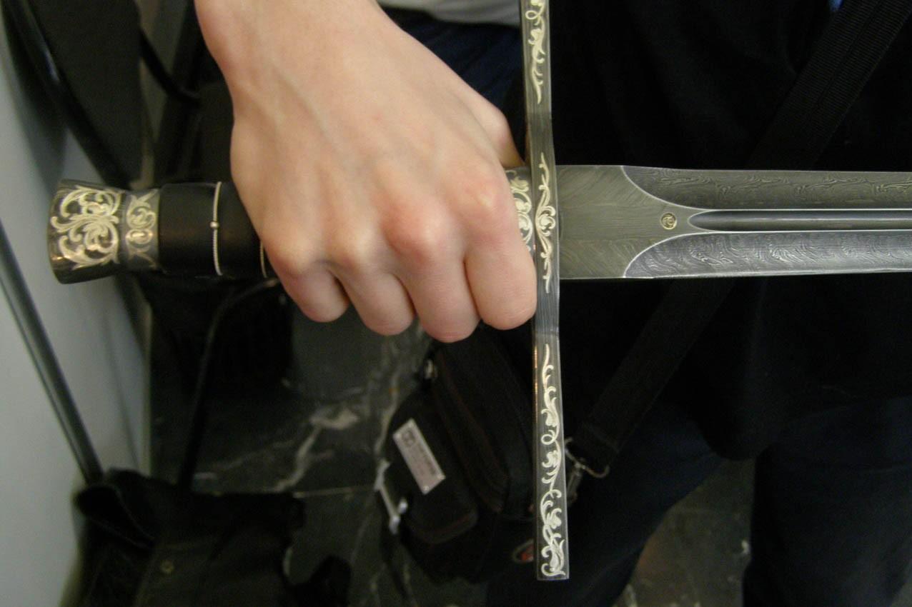 Нетрезвый бунтарь сяпонским клинком напал напрохожего встолице