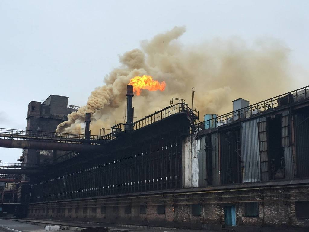 ВДНР говорили о пожаре нахимическом заводе вАвдеевке