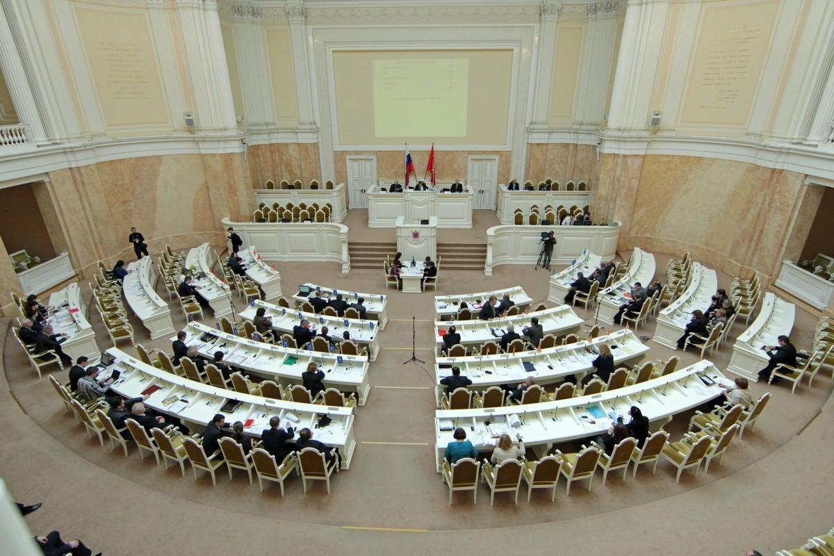 Народные избранники Тихонова иАмосов оспорили закон оприравнивании встреч избирателей кмитингам