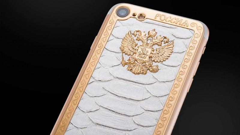 Caviar вдохновился Поклонской ивыпустил декорированный кожей анаконды iPhone 7