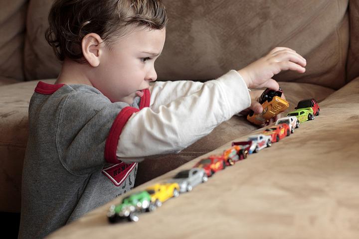 Учёные узнали причину аутизма удетей