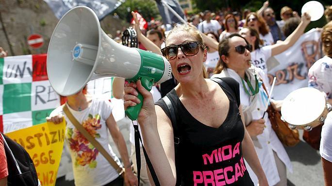 Итальянки отмечают 8Марта забастовками иакциями протеста