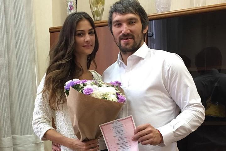Супруга Александра Овечкина вскоре подарит ему ребенка