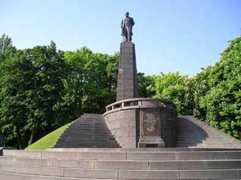 Вдень годовщины поэта Шевченко украинские активисты подрались наего могиле