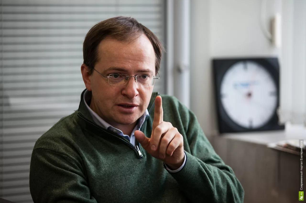 Министр культуры Владимир Мединский предложил пускать блогеров бесплатно втеатры имузеи