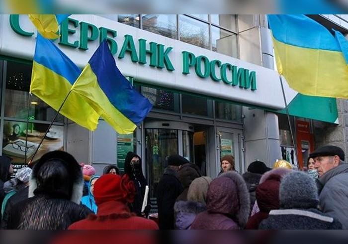 «Дочка» Сбербанка вУкраинском государстве непризнает документы ДНР иЛНР