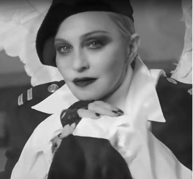 Мадонна снялась вкороткометражном кинофильме оправах женщины