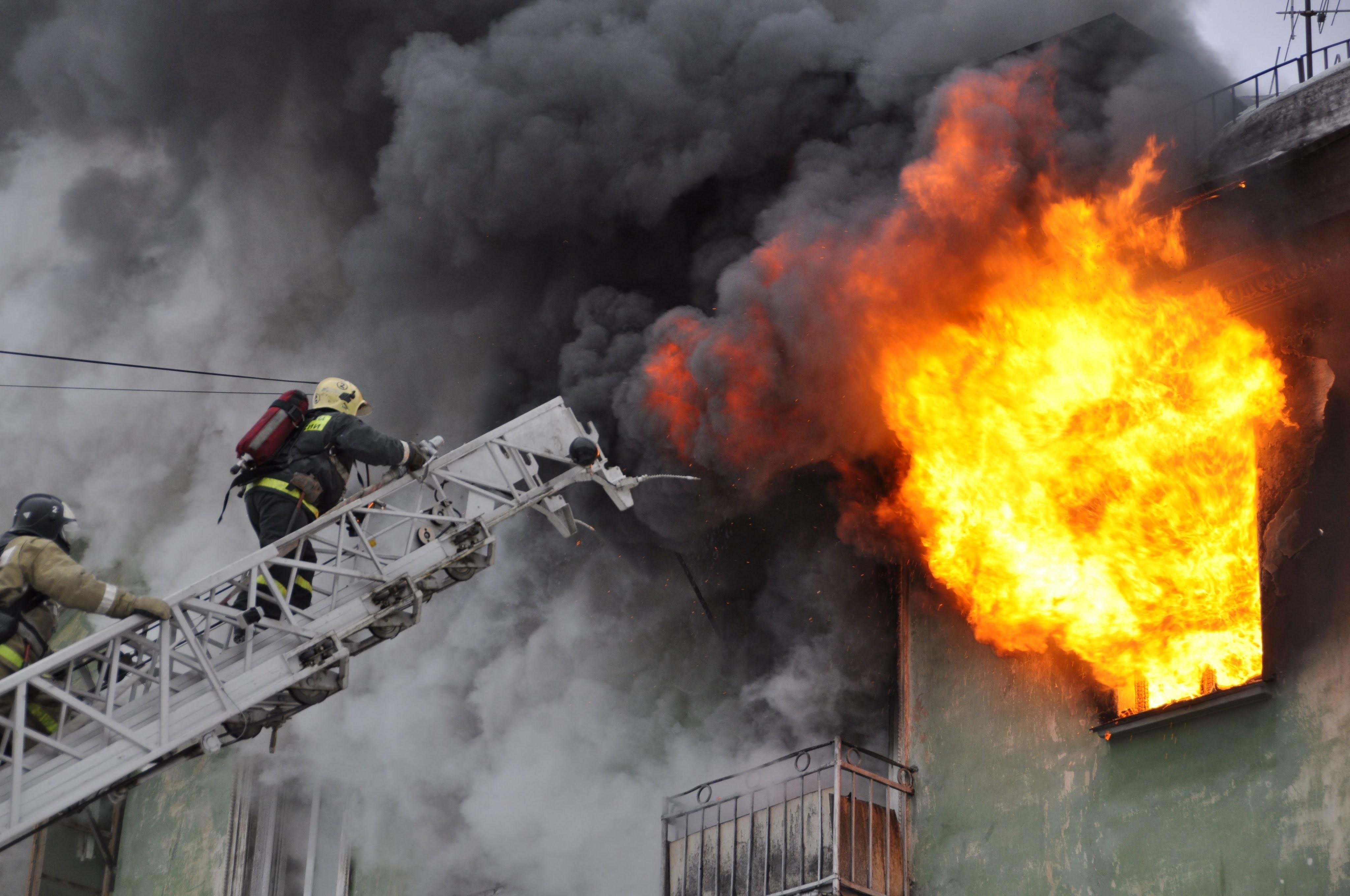 НаНевском горела 3-комнатная квартира— Пожар вПетербурге
