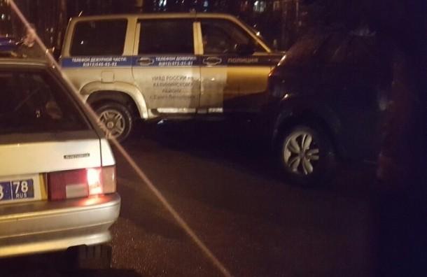 ВПетербурге водворе дома неизвестные обстреляли автомобиль