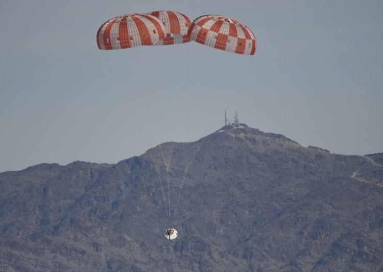 НАСА проверило напрочность парашютную систему корабля Orion