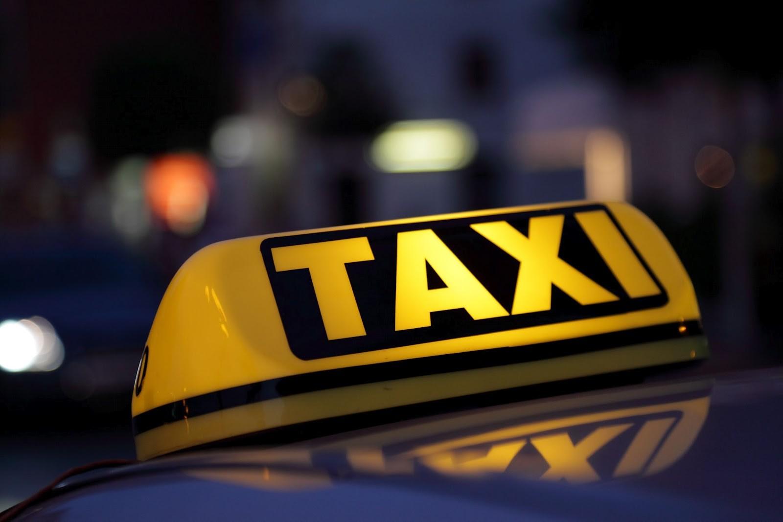 В столице таксист ранил пассажира ножом и исчез