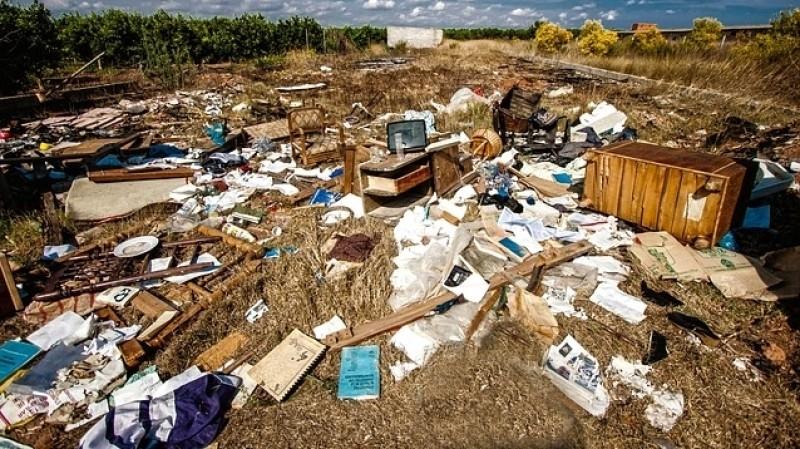 Как минимум покрайней мере 15 человек погибли при обрушении мусорной свалки