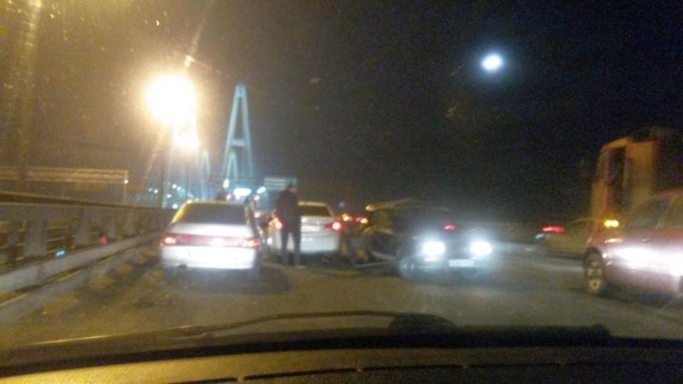 Вмассовом ДТП наКАД тяжело пострадал шофёр ВАЗа