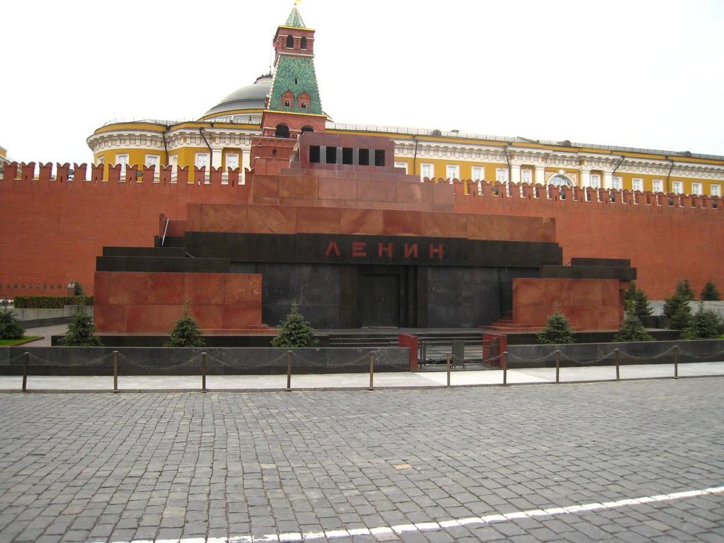 В государственной думе  посоветовали  захоронить Ленина поправославному обряду— Шаг кпримирению