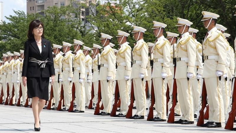 Демократы Японии требуют безотлагательной отставки министра обороны Инады