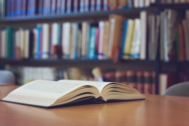Исследование: Бумажные книги снова стали популярней электронных