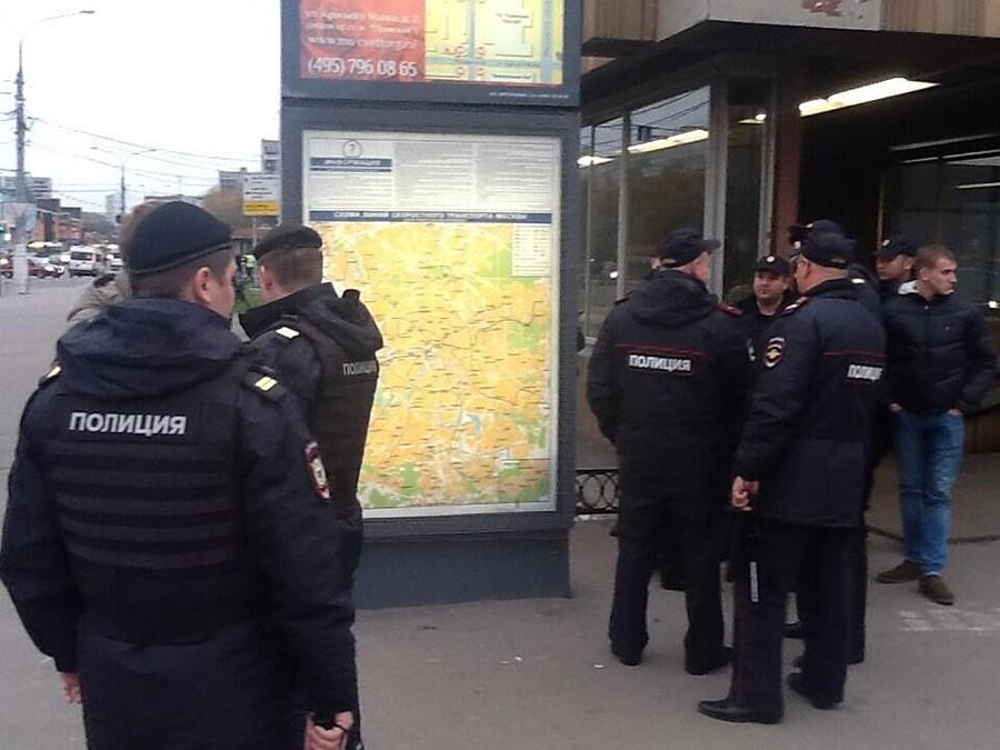 Следователи допрашивают соседей поделу обубийстве мужчины в российской столице