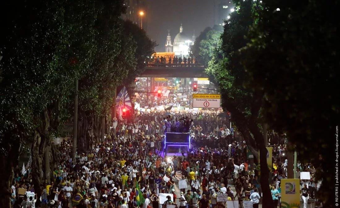 Бразильцы, протестующие против пенсионной реформы, захватили строение МинФин страны