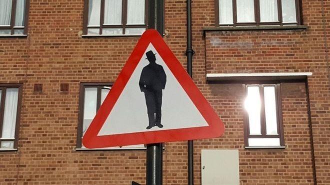 «Осторожно, иудей»: новый дорожный знак влондонском боро Хакни, населенном евреями