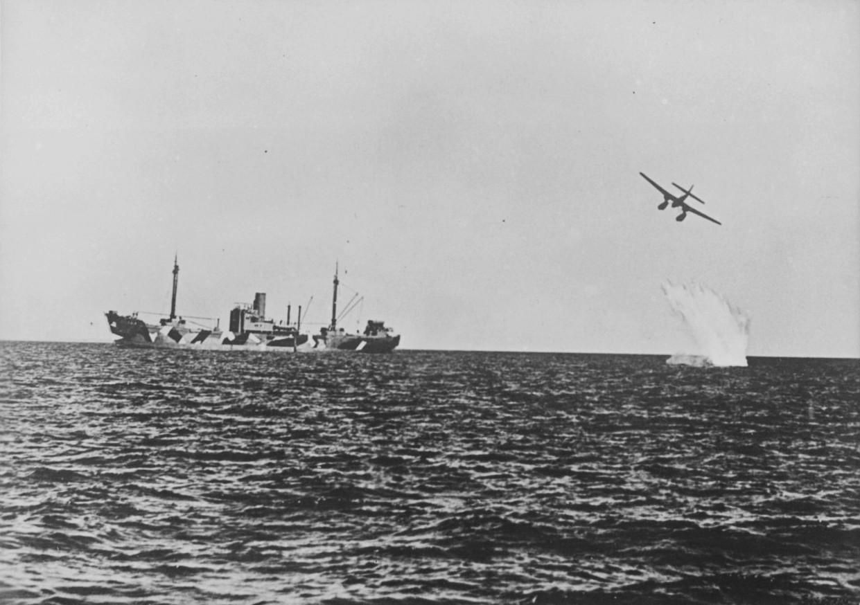 Авиаудар уничтожил лодку сбеженцами изСомали