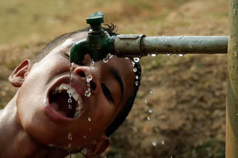 Ученые поведали, сколько литров воды нужно пить ежедневно