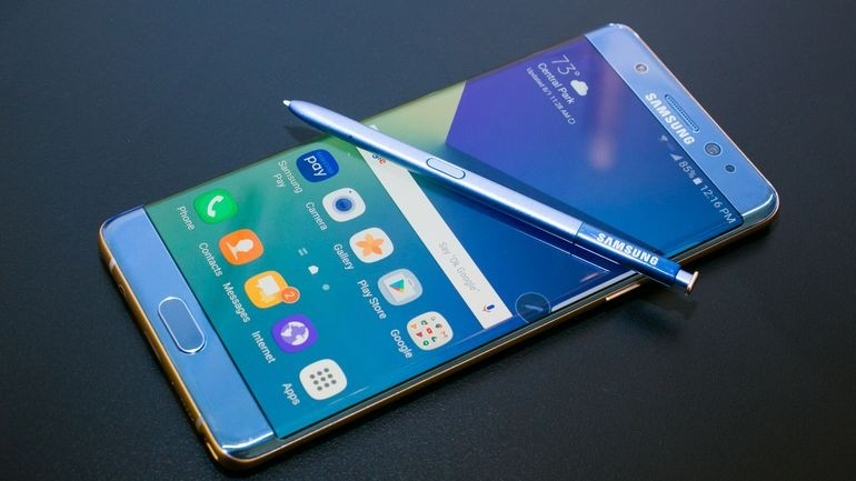 Винтернете  были обнародованы фотографии  будущих флагманских телефонов  Самсунг