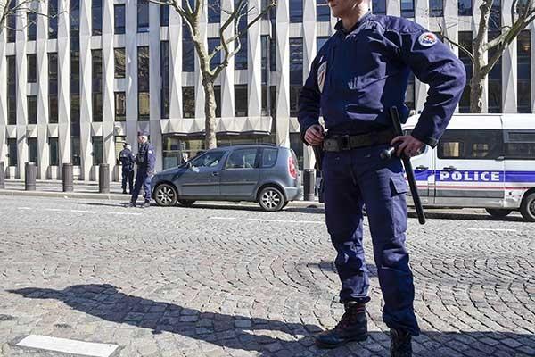 Отца нападавшего ваэропорту Орли освободили из-под ареста