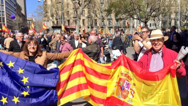 ВБарселоне несколько тыс. человек протестовали против «сепаратистского переворота»