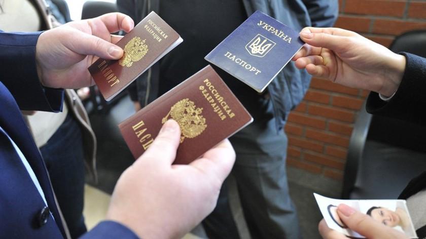 Число приобретенных  украинцами русских  паспортов стало рекордным 2-ой  год подряд