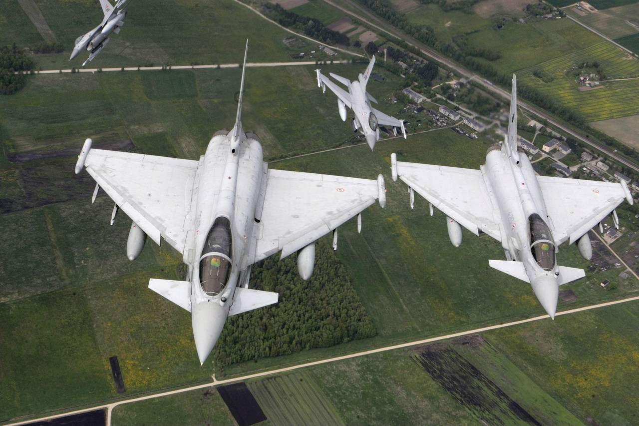Истребители НАТО сопроводили русский Ил-18