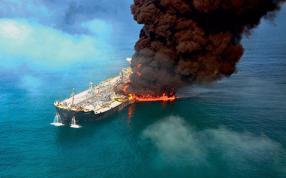 В итоге  взрыва накитайском танкере пропали три члена экипажа