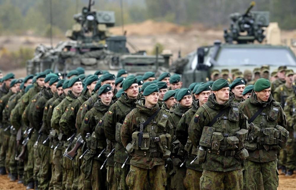 Первая партия боевой техники батальона НАТО прибывает вЭстонию