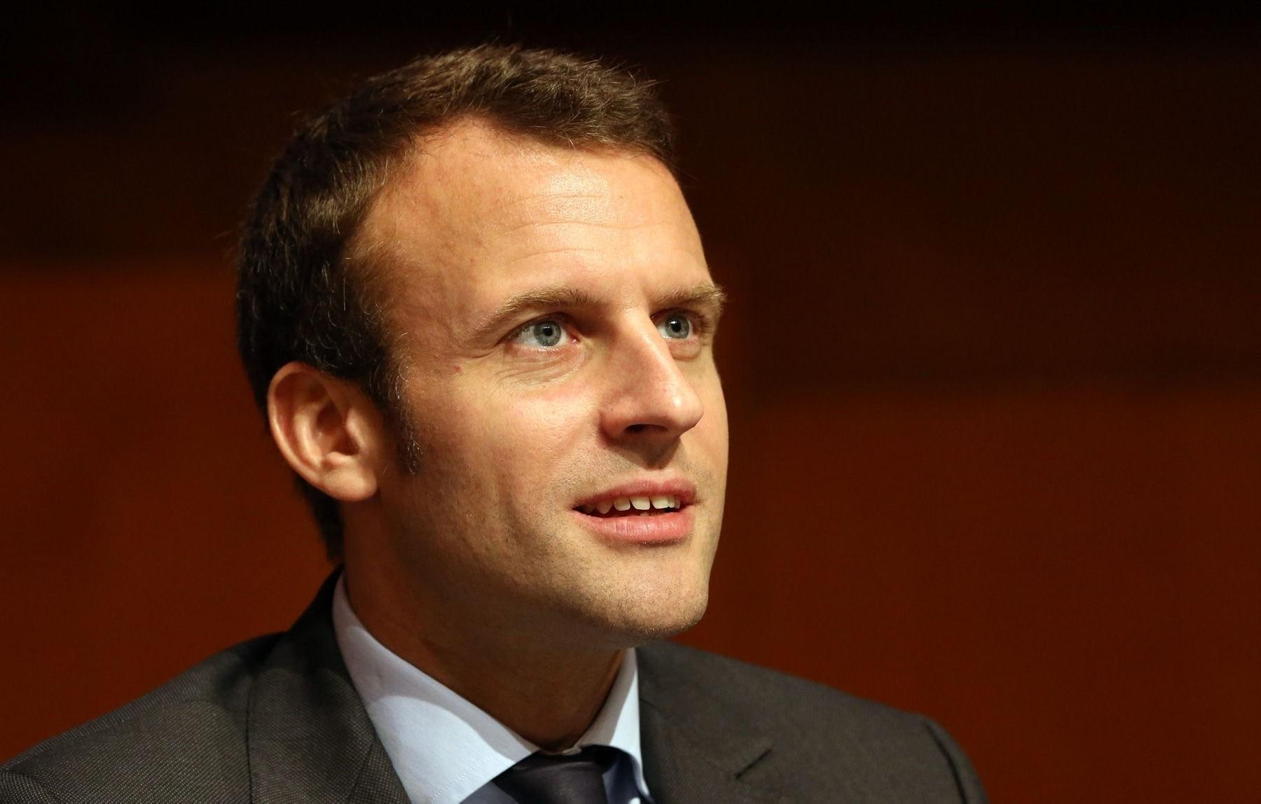 Прошлый министр экономики Франции остается лидером среди претендентов напост президента страны