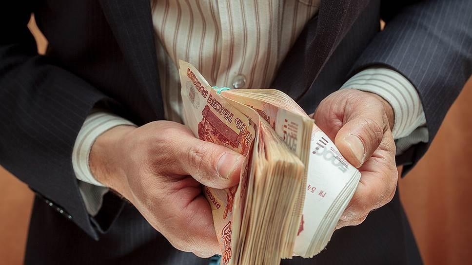 Волгоградские госслужащие— вторые поуровню заработной платы среди коллег вЮФО