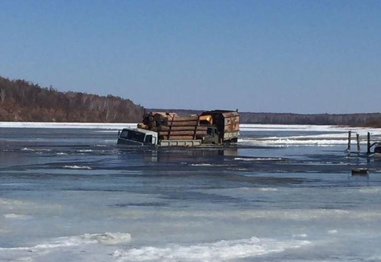 ЧПвМазановском районе: утонули три грузового автомобиля