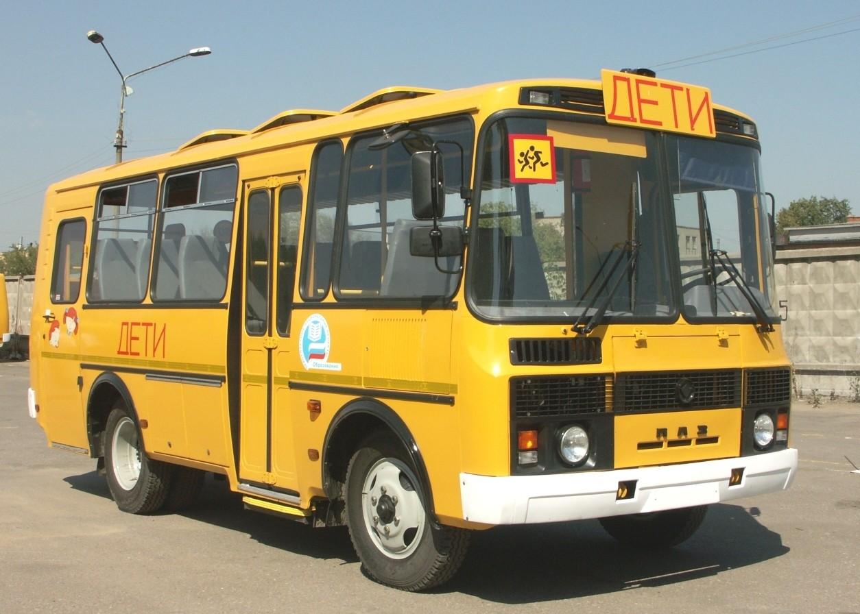 Автобус сошкольниками перевернулся после столкновения слесовозом
