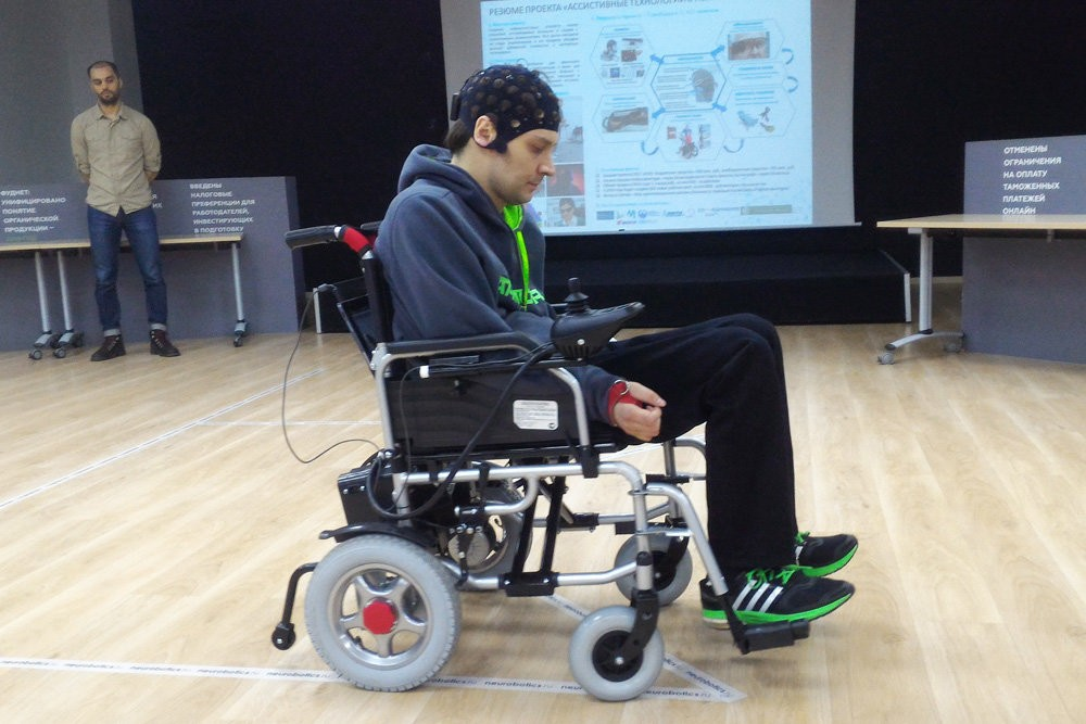 ВРФ протестировали управляемую «силой мысли» инвалидную коляску