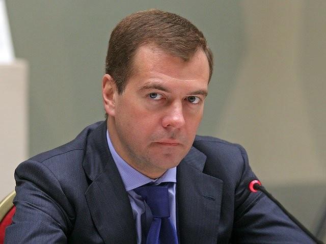 Медведев: красочная особенность помогла Петрову сделать различные образы насцене