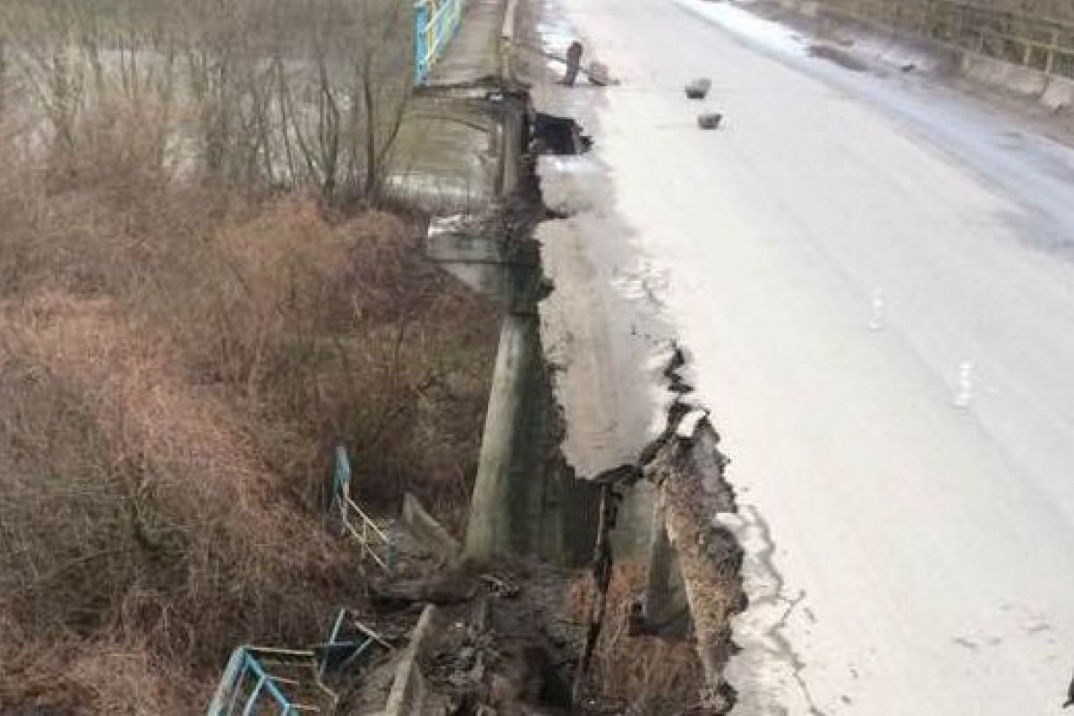 ВоЛьвовской области обвалился мост через Днестр