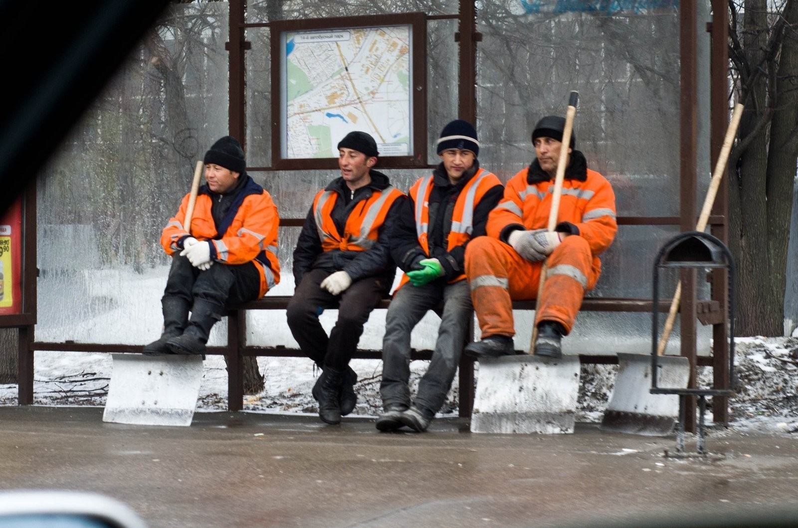 Иван Ургант готовит пародию наклип «Между нами тает лед» группы «Грибы»