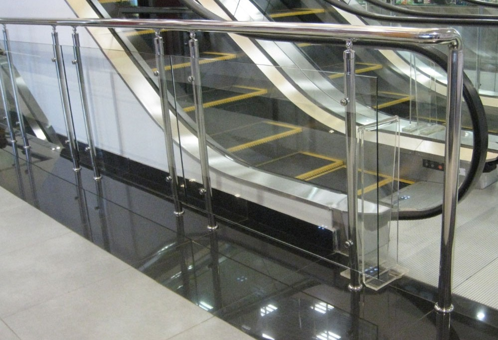 Эскалатор покалечил людей вТЦ Гонконга