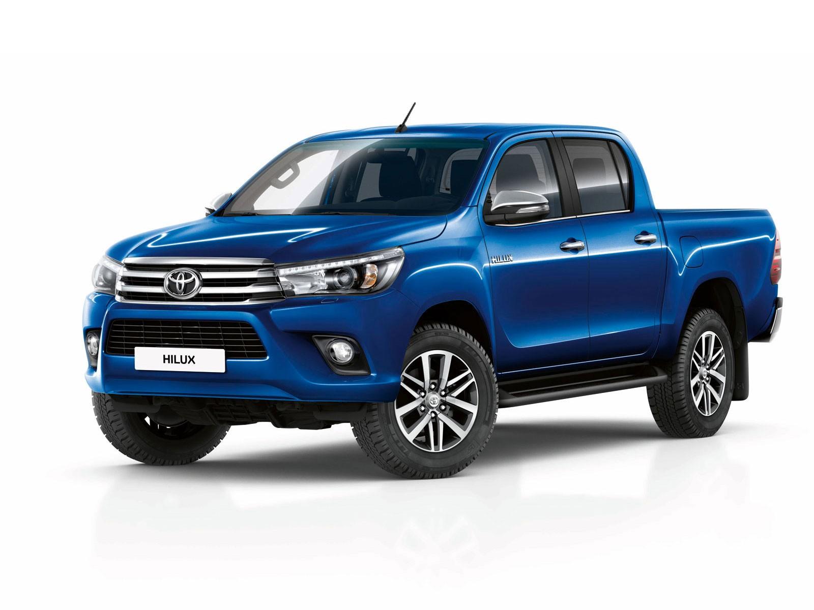 Пикап Тойота Hilux остается лидером русского рынка