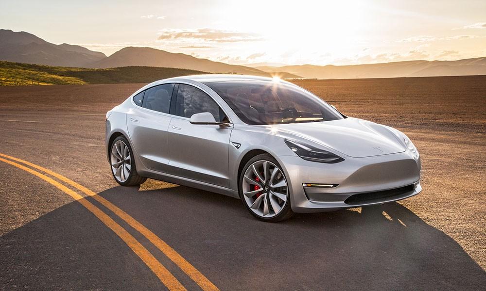 Новая модель Tesla будет в10 раз безопаснее обычного автомобиля