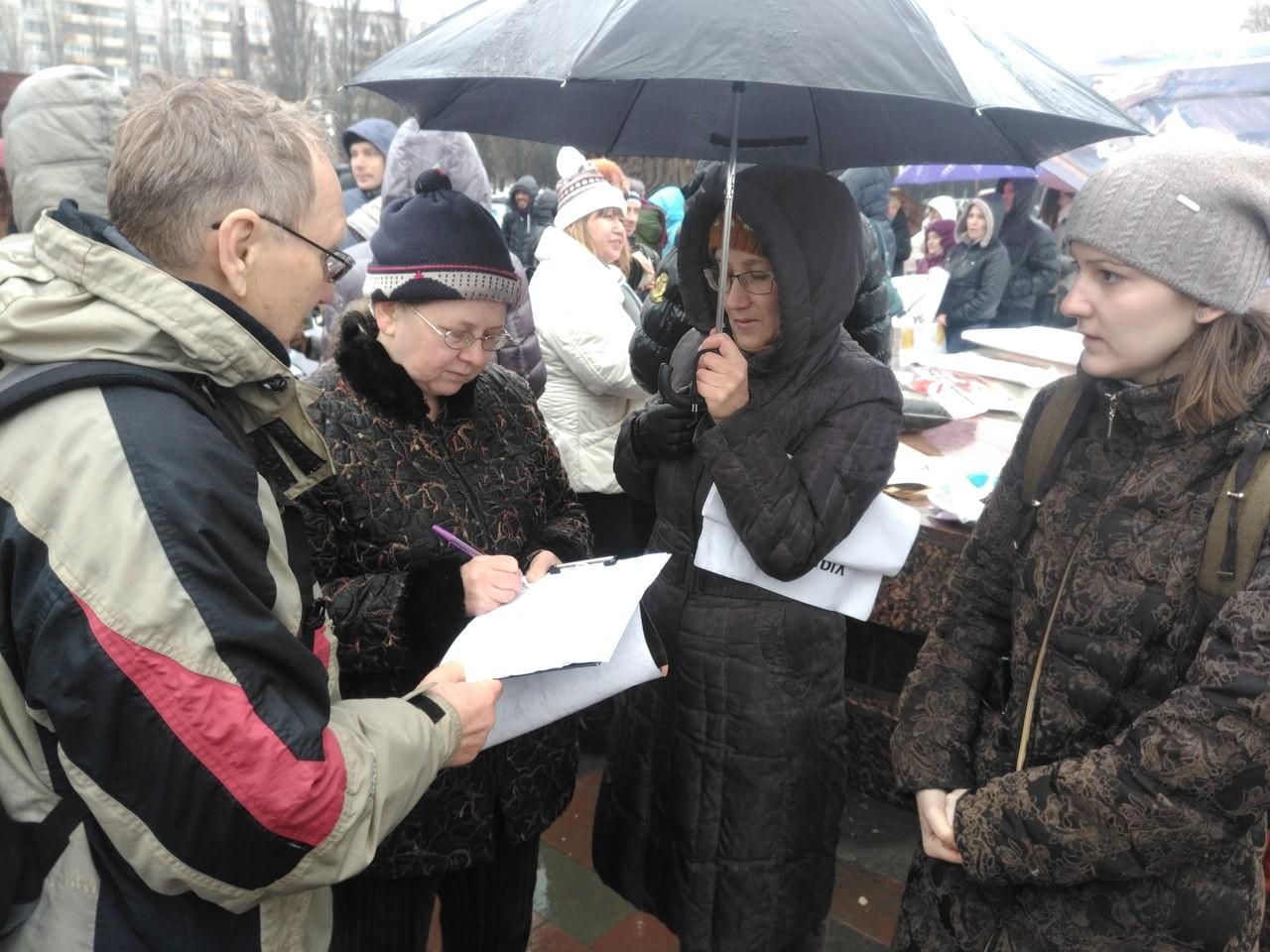 ВСамаре всквере Пушкина проходит митинг приверженцев Алексея Навального