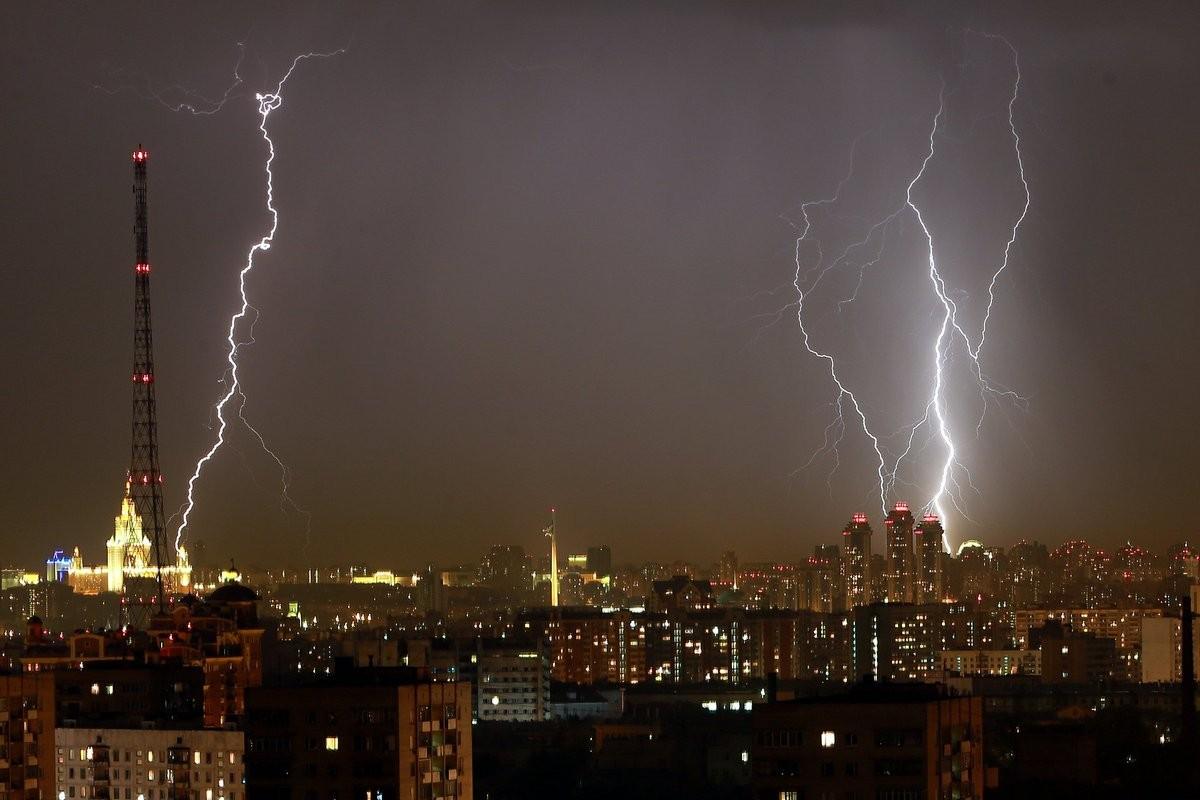 В «Пулково» вдва пассажирских самолета при посадке угодила молния
