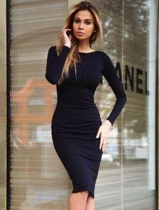 Выходом из ситуации станет обычное трикотажное платье, которое при помощи  аксессуаров можно превратить в элегантный наряд. Подробнее о том, какие  платья в ... 4b1f79c2813