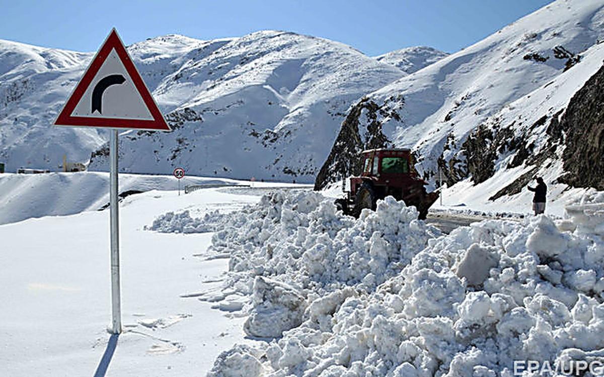 При сходе лавины вКиргизии погибли 4 человека