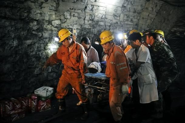 ВКитайской республике семь человек ожидают помощи спасателей врухнувшей шахте