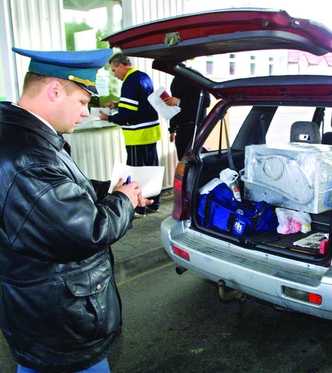 Белорусская таможня задержала жителя России сревольвером и«Майн Кампф»